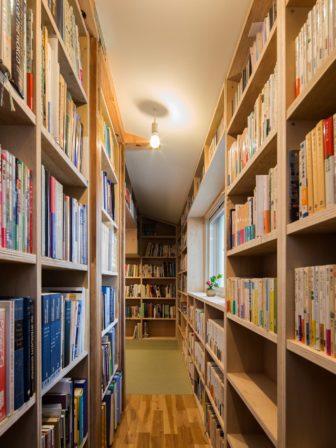 本棚スペース・畳スペース
